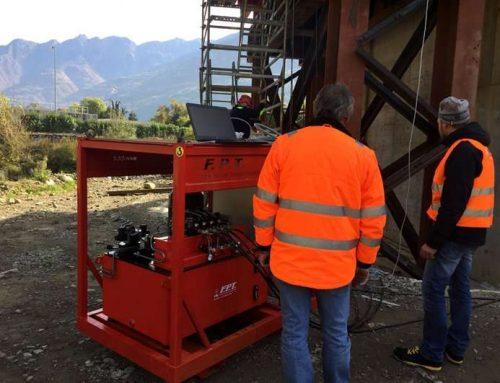 Sistema sincrono di controllo e bilanciamento di una struttura in acciaio durante la fase di varo di un ponte