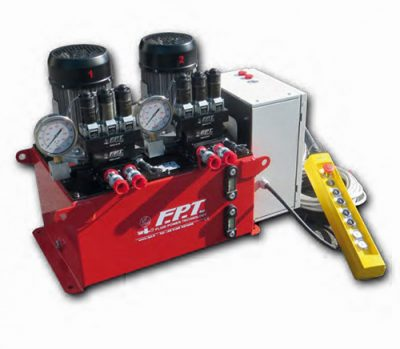 Hydraulic pump with independent outlets for synchronous lifting