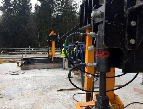 Hydraulic cylinders and pump for lifting, moving and regulate a mobile formwork